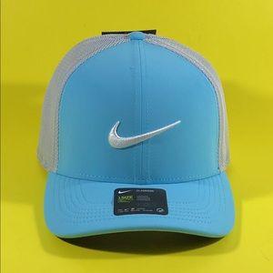 Nike Aerobill Classic99 Snapback Golf Hat